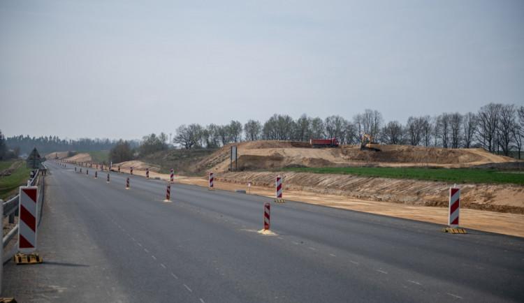 Dálnice mezi Ševětínem a Borkem bude hotová do konce roku. ŘSD se dohodlo na urychlení stavby
