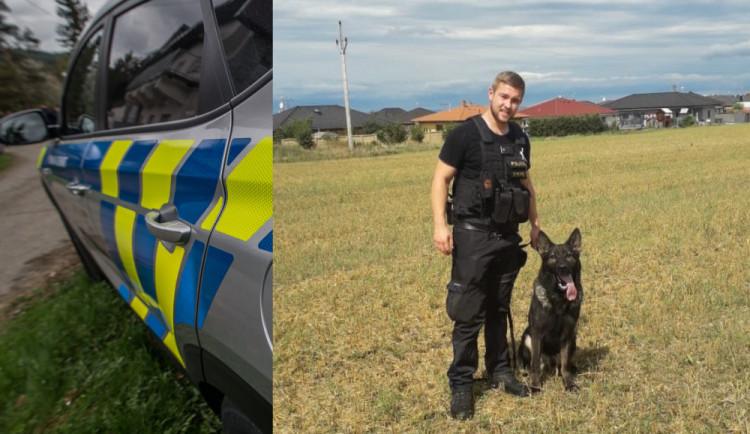 Vloupal se do domu na Srubci. V pondělí ho chytil policejní psovod