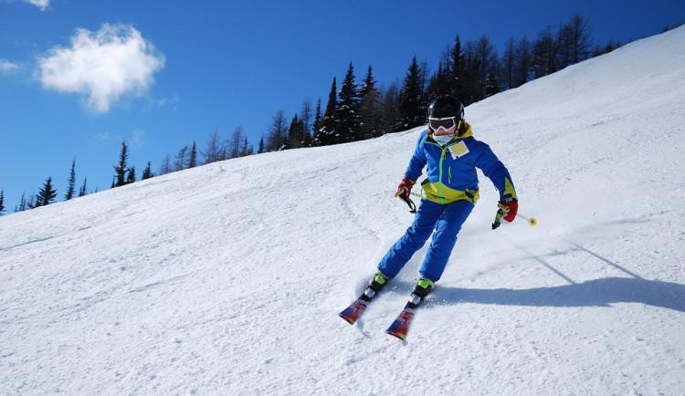 Jihočeský kraj opět přispěje žákům na lyžařské kurzy. O peníze mohou školy žádat od půlky září