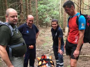 Velké štěstí měla šestašedesátiletá turistka z Německa, která si na konci týdne během túry v náročném terénu na Medvědí stezce zNového Údolí do Nové Pece, zlomila nohu.