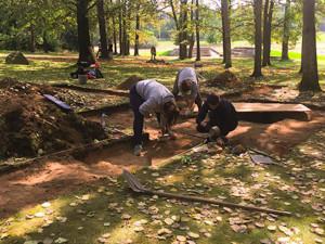 Archeologové našli v Letech na Písecku, kde byl za války romský koncentrační tábor, hroby jednotlivců