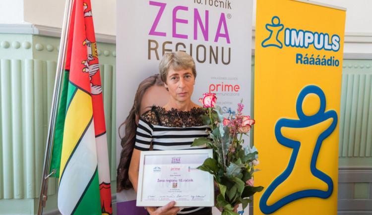 Držitelkou ocenění Žena regionu za Jihočeský kraj se stala záchranářka a pečovatelka Ilona Vintrová