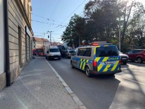 K nehodě trolejbusu a dvou osobních auto došlo dnes po osmé hodině ráno.