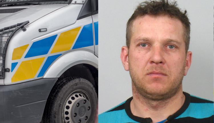 Policie hledá muže z Rumunska, na kterého byl vydán zatykač
