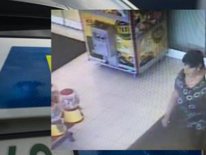 Policisté pátrají po ženě z kamerového záznamu