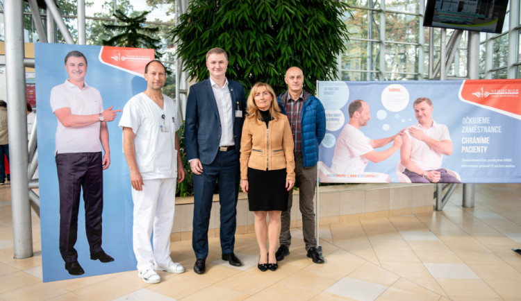 Budějcká nemocnice očkuje zdarma své zaměstnance proti chřipce. Opatření chrání i pacienty