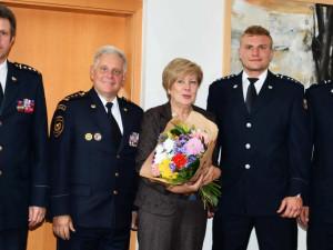 Hejtmanka poslala nejtvrdší hasiče světa za odměnu do lázní. V čínském horku a vlhku museli v plné polní vyběhnout budovu s 53 patry