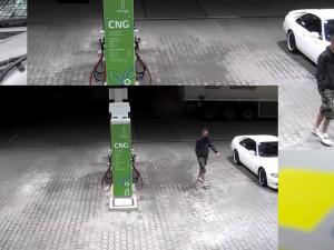 Neznámý muž poničil skleněné dveře, policie hledá možného svědka