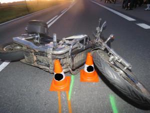 K nehodě došlo deset minut před půl pátou odpoledne na silnici I/22 mezi obcemi Horní a Dolní Poříčí na Strakonicku. Při nehodě zemřel osmačtyřicetiletý motorkář.