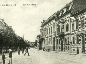 Hostinec U Srnečka v Lannovce před rokem 1928.