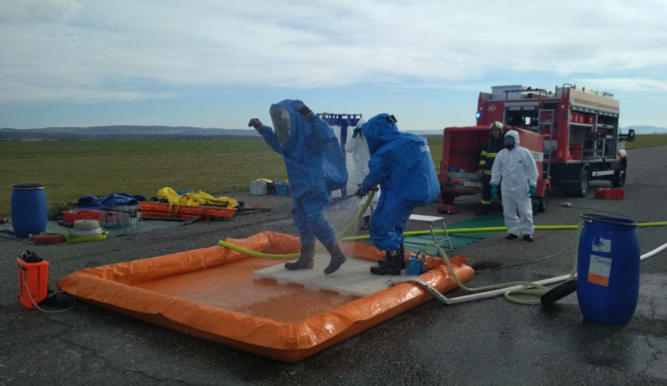V Táboře havarovala cisterna s kyselinou dusičnou, hasiči trénovali krizovou situaci
