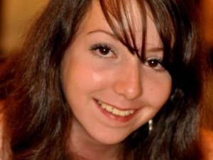 Aneta Mikešová, 18 let. Narodila se v Č.B., bydlí v Č.B., studuje v Č.B. Profil má pod nickem: Enea.