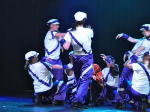 Danceshow Dancing Queens - Reset a Man