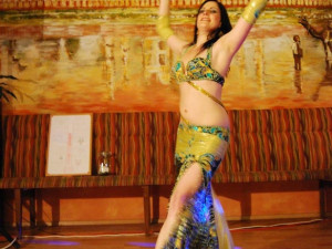 Manu, tanečnice patřící ke skupině Aiwa!