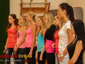 Cvičení sestavy MTV dance