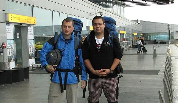 Epizoda 1 - Bergen: Ruzyňské letiště v Praze, zleva Jaromír Cipín a Jan Vávra