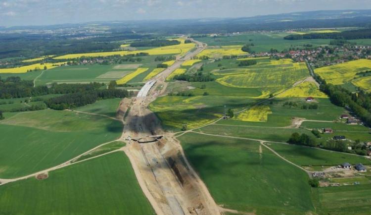 Práce na dálnici D3 mezi Táborem a Veselím nad Lužnicí