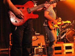 Martin při hře na kytaru