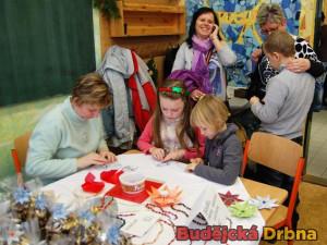 Děti si mohly vytvořit různé vánoční ozdoby