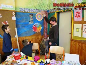 Ve škole probíhaly také ukázky různých řemesel a dovedností