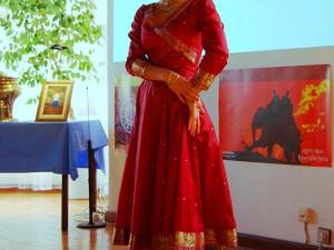 Anežka Hessová tančí tradiční kathak