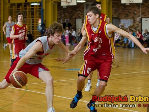 Basketbalové derby mezi BK Lions B a Pískem