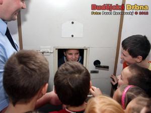 Školáci na exkurzi u policistů. Podezřelý Pitra v cele předběžného zadržení