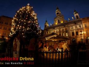 Vánoční strom a betlém na náměstí Přemysla Otakara II.