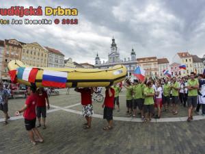 Zahájení MS juniorů a veteránů v raftingu v centru Českých Budějovic