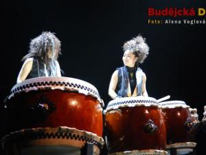 Za celý večer bylo vidět nespočet různě velikých bubnů