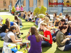 Piknik na Zlatém mostě