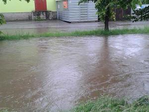 Svinenský potok v Trhových Svinech. Foto Pavel Maslančík