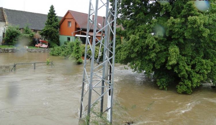 Zaplavené domy u řeky Malše