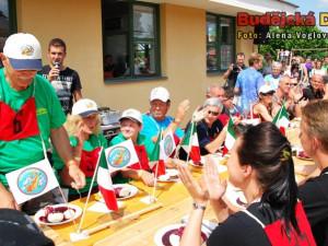 Soutěže o nejlepšího pojídače knedlíků se zúčastnilo i šest Italů