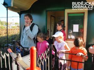 Parní lokomotiva zajímala hlavně děti