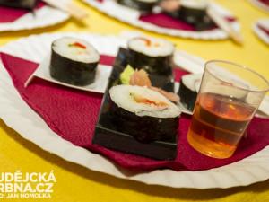 K ochutnání je také japonské sushi
