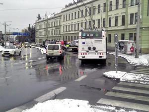 Srážka autobusu, trolejbusu a osobního automobilu na Lidické. Foto Matěj Matoušek