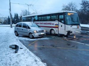 Srážka autobusu, trolejbusu a osobního automobilu na Lidické. Foto HZS Jihočeského kraje