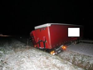 Ranní nehoda kamionu na Borku