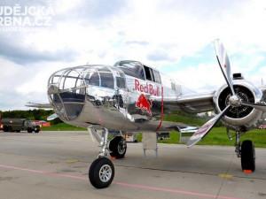 Flying Bulls leteckého týmu Red Bull na letišti v Plané
