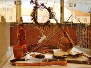 Výstava je doplněna o zajímavé předměty