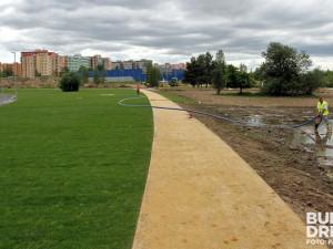 Odpočinková travnatá plocha pro piknikování i relaxaci