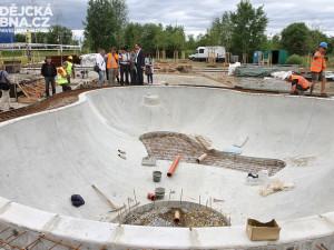 Skatepark roste na místě původně plánovaného víceúčelového hřiště