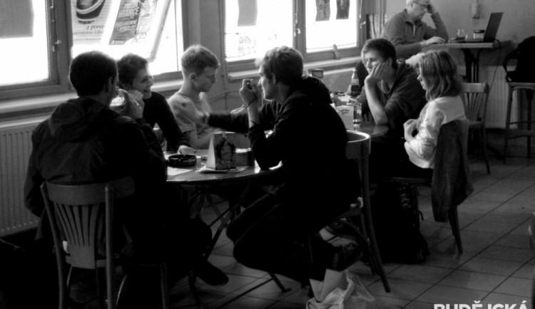 MC Fabrika poskytla prostory kapelám, které měly vystupovat na Lannově třídě