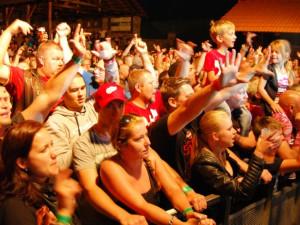 Koncert Tří sester přilákla na Holkov hodně lidí