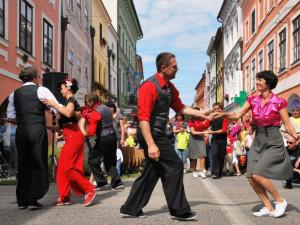 Tančení v rytmu swingu