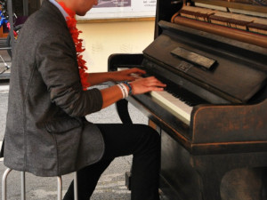 Na klavír si mohl zahrát, kdo měl chuť