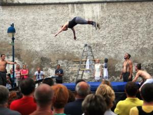 Na akrobatické kousky La Putyky se přišlo podívat mnoho lidí