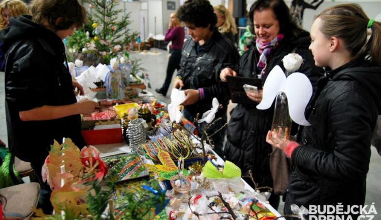 Adventní trhy přinášejí první vánoční atmosféru