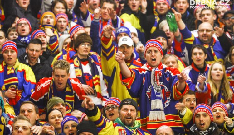 Motoráci obsadili Horácký zimní stadion v Jihlavě